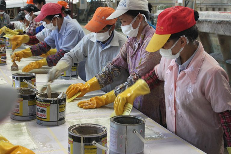 提高手糊玻璃钢制品的表面质量的方法