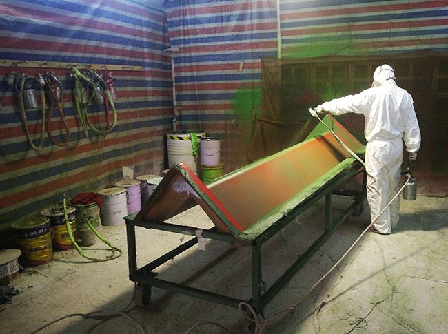产品胶衣喷涂前的玻璃钢模具准备