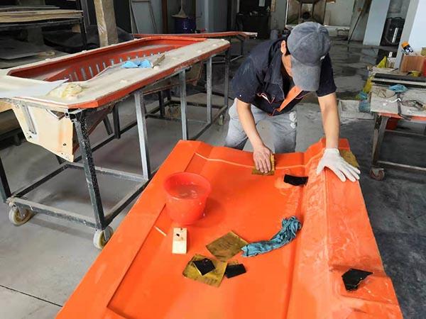 一个人工水磨一个平方玻璃钢模具胶衣面需要多久?