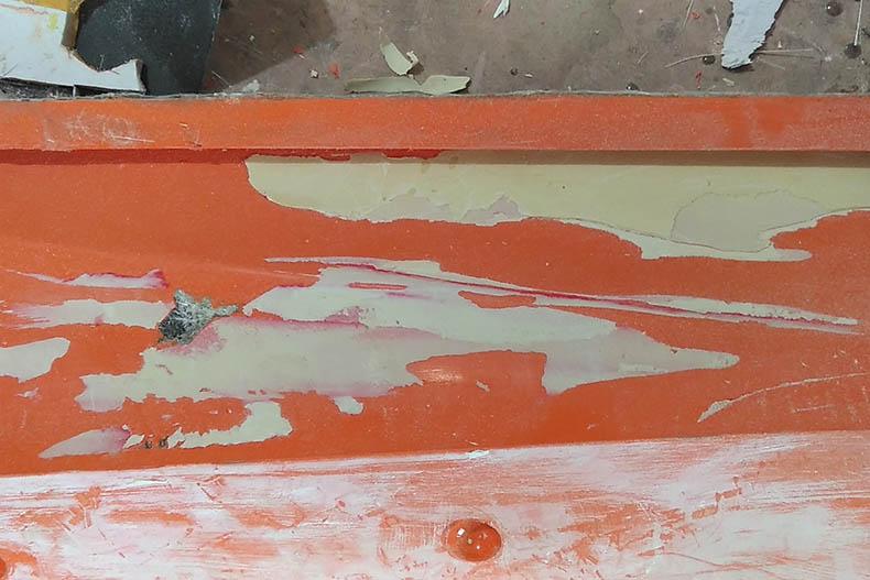 原子灰粘黏在新翻制的玻璃钢模具上,这正常吗?
