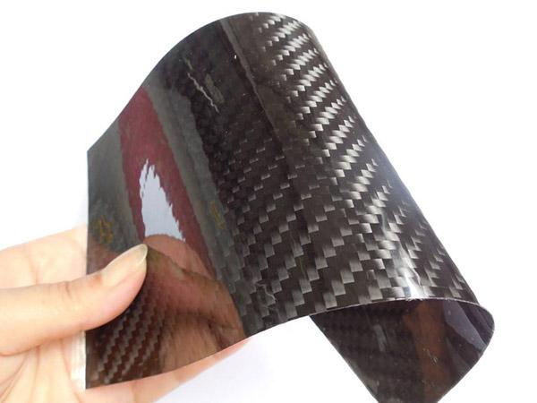 1mm厚的碳纤维板材,可以进行一个小的弯曲吗?