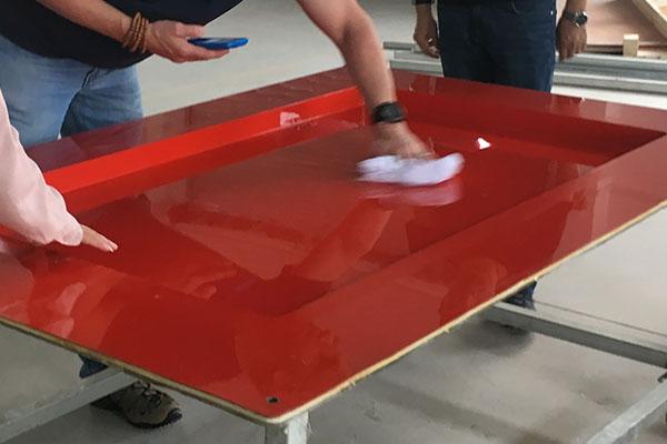 打脱模剂后,发现玻璃钢模具表面有的地方模糊不清咋回事?
