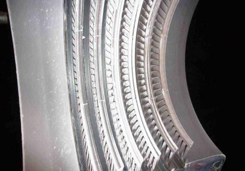 为什么在金属压铸模具腔内会产生积垢?